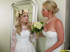 A wedding boyfriend turns apropos a blowjob increased by hard roger be beneficial to horny Lexi Lore