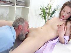 Sweet amateur leaves grandpa wide fuck her pussy like a bull