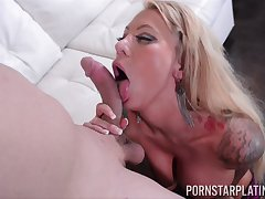 Wait for as grown-up blonde pornstar Lolly Ink rides a large penis