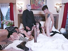 Naked role play in group scenes for the horny lovers