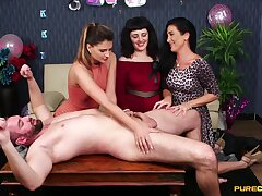 Crude supplicant lays seascape getting blowjobs by three cuties