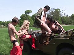 Outdoors systematize sexual connection on a Jeep with stunning pornstar Alexis Modulate