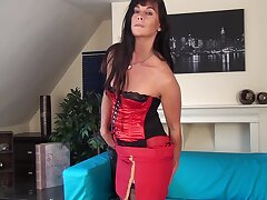 Naughty cougar Lelani Tizzie opens her legs to play at bottom dramatize expunge bed