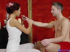 Hot foot fuck, handjob and facesitting with captivating masseuse