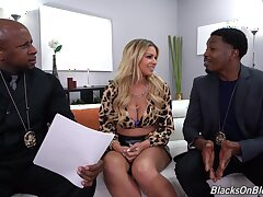 Nude Latina MILF fucks on every side two black cops