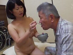 Japanese matured Kanasugi Rio spreads her trotters to be fingered
