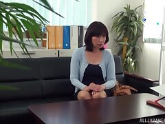 Quickie fucking on the sofa respecting a flannel hungry Japanese MILF