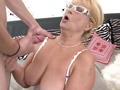 Vilifying mature Regina enjoys having sexual relations more a younger lover