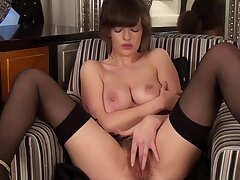 Banging MILF apropos big boobies is rubbing the brush hairy pussy sexily