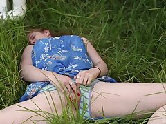 Solo chick Chloe B. spreads her legs in outdoors and masturbates