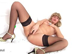 This Mature Slut Loves Toys Approximately Her Pussy And Ass - MatureNL