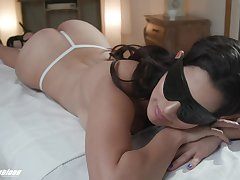 Take charge brunette Gabriela Lopez pleasing a big penis of her massage therapist